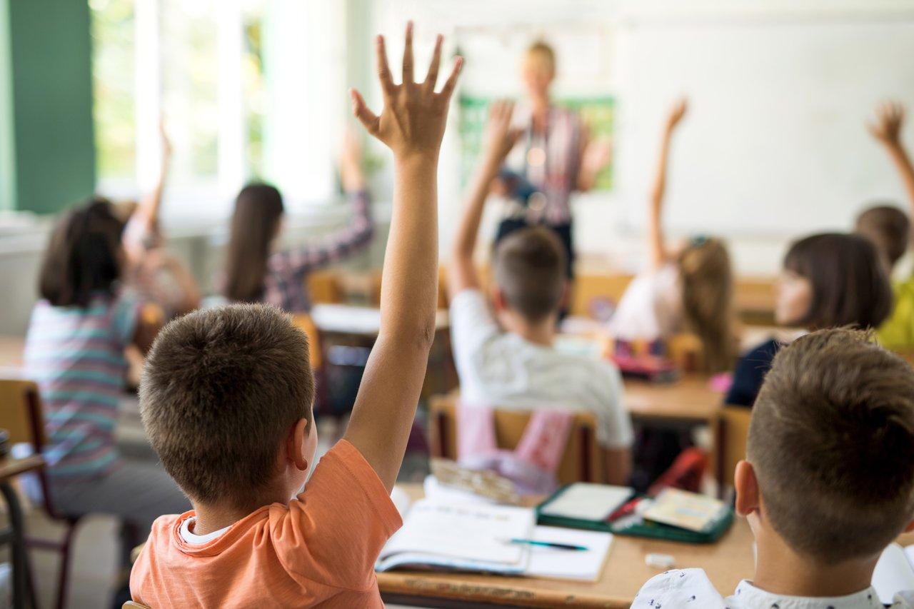 Vacina não deve estimular retorno às aulas presenciais. Especialista em educação online comenta perspectivas para o ano de 2021