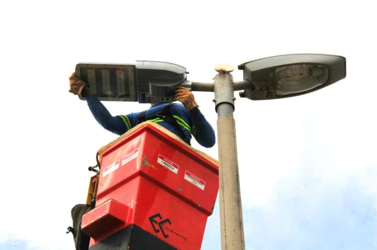 Mais iluminação de LED, chega em Samambaia